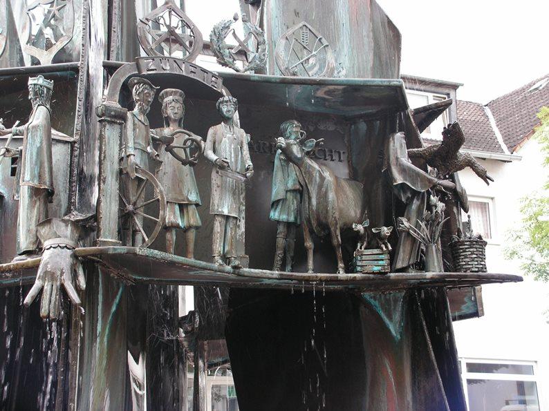 Prüm, Teichplatzbrunnen,Gründung der Abtei